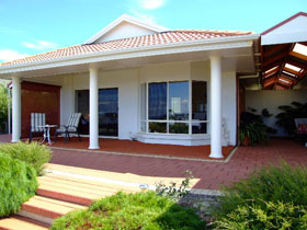Close Encounters Bed and Breakfast - Phillip Island Accommodation