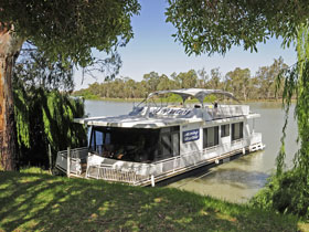 Moving Waters Self Contained Moored Houseboat - Phillip Island Accommodation
