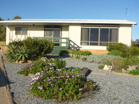 Oaklands Beach House - Phillip Island Accommodation