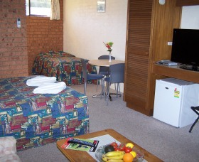 Colonial Motor Inn Pambula - Phillip Island Accommodation