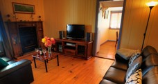 Apple Blossom Cottage - Phillip Island Accommodation