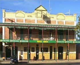 Royal Hotel Coonabarabran - Phillip Island Accommodation