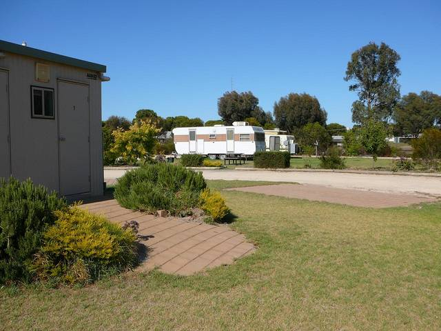 Cummins Community Caravan Park - Phillip Island Accommodation