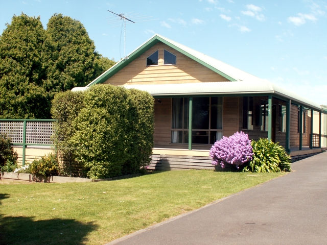 The Black Dolphin - Phillip Island Accommodation