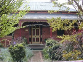 FINCHES OF BEECHWORTH - Phillip Island Accommodation