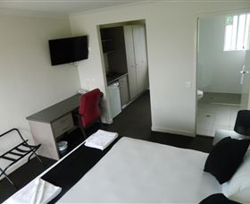 Dooleys Tavern and Motel Springsure - Phillip Island Accommodation