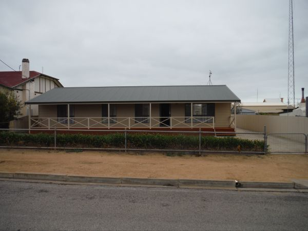 Lawhill Lodge - Phillip Island Accommodation