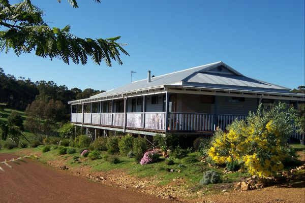 Blue House Bed and Breakfast - Phillip Island Accommodation