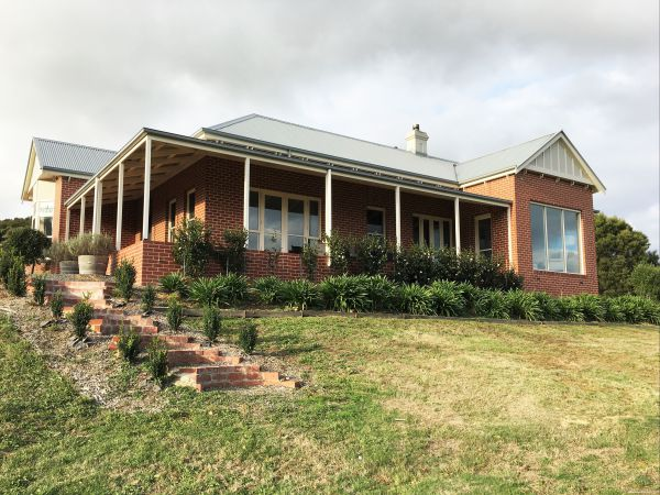 Shearer's Hill - Luxury Farm Stay - Phillip Island Accommodation