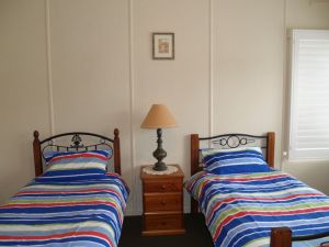 Walsh Cottage - Phillip Island Accommodation
