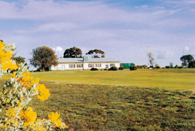 Lucindale Country Club - Phillip Island Accommodation