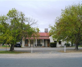 Round Hill Hotel - Phillip Island Accommodation