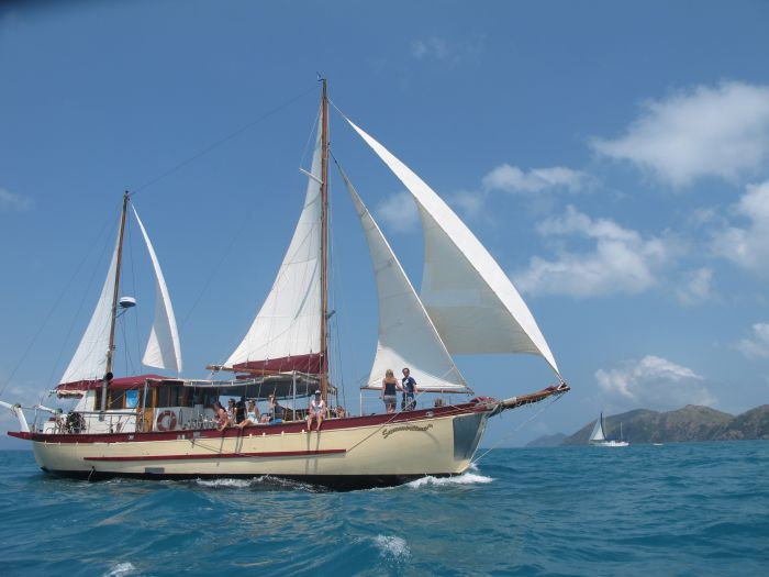 Adventure Cruise Dive and Outer Reef - Whitsundays Sailing Adventures - Phillip Island Accommodation