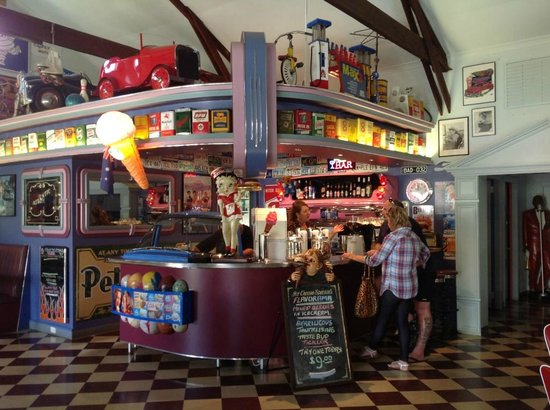Cruzin' in the 50's Diner - Phillip Island Accommodation