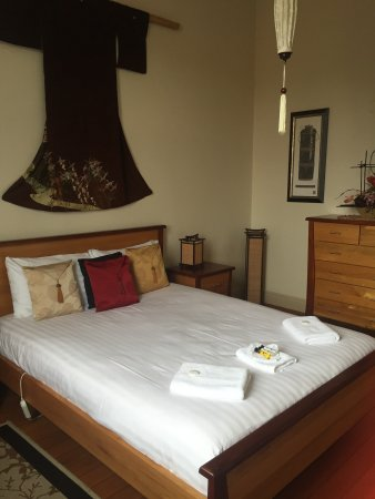 Empire Hotel Deloraine - Phillip Island Accommodation
